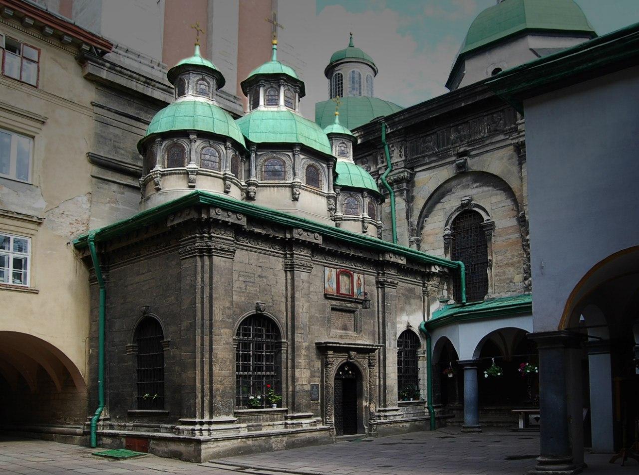 Ансамбль Успенської церкви у Львові вежа Трьох Святителів 1578
