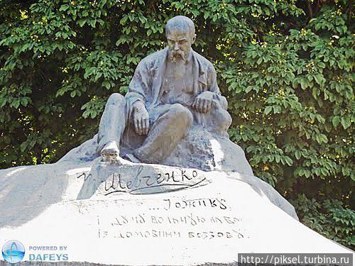 Пам'ятник Тарасові Шевченку в Ромнах. 1918. Скульптор І.Кавалерідзе.